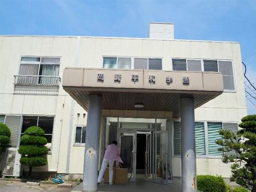 岡崎平和学園を訪問玄関